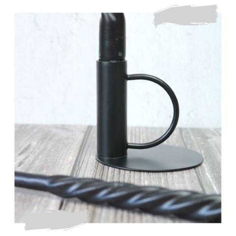Nela kandelaar zwart ijzer met swirlkaars